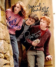 Harry Potter with Daniel Radcliffe & Emma Watson Cast Signed Autographed 8 X 10 Reprint Photo - Mint. Harry Potter with Daniel Radcl. Harry Potter World, Harry Potter Cartoon, Mundo Harry Potter, Harry James Potter, Harry Potter Universal, Harry Potter Characters, Harry Potter Hogwarts, Daniel Radcliffe Emma Watson, Danielle Radcliffe