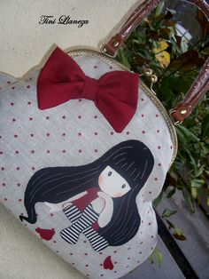 bolso Polka Dot Bags, Diy Clutch, Frame Purse, Cute Quilts, Bag Packaging, Craft Bags, Patchwork Bags, Purse Styles, Felt Fabric