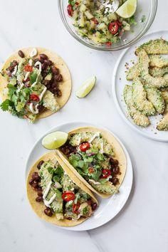 Tacos d'haricots et avocat croustillant avec salsa de kiwi