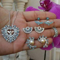 As peças que faltam no seu look estão aqui www.mercadodejoias.com    @maxifolheados    #semijoias #acessorios #Jewel #amei #brincos #itgirl #moda #tendencias #jewelry #today #amomuito #saopaulo #estilo #glamour #folheados #bruto #bijouterias #bijoux #altabijoux