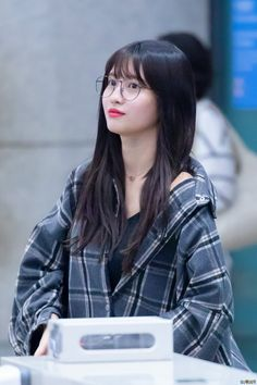 Momo Twice Eyeglasess Nayeon, South Korean Girls, Korean Girl Groups, Loona Kim Lip, Tweed, Little Peach, Hirai Momo, Korean Beauty, Pop Group