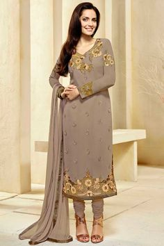 Recevez les dernières Suit Châtain #Georgette #Churidar avec mousseline Dupatta #AndaazFashion  http://www.andaazfashion.fr/salwar-kameez/churidar-suits/light-brown-georgette-churidar-suit-with-chiffon-dupatta-dmv13794.html