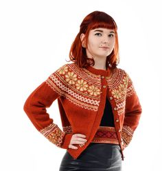 Ravelry: Blomstring i Setesdal med rundfelling pattern by Helle Siggerud Cardigan Design, Knit Cardigan, Norwegian Knitting, Fair Isle Pattern, Fair Isle Knitting, Bunt, Knitting Patterns, Knitting Ideas, Knitwear