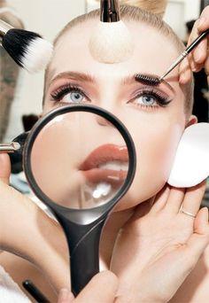 5 Reglas de oro al comprar brochas de maquillaje http://www.entrebellas.com/5-reglas-de-oro-al-comprar-brochas-de-maquillaje/