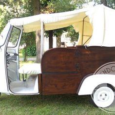 Un mezzo unico e originale, un Ape #Piaggio del 1980 con carrozza in legno, capotte apribile e interni in ecopelle: romantico e perfetto per matrimoni e  cerimonie!  Da #Telovendoio lo puoi anche noleggiare!