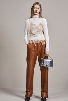 See the complete Christian Dior Pre-Fall 2016 collection.