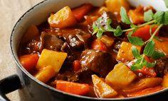 Wildgulasch mit Sellerie und Rüben   Knorr Pork, Sweet, Ethnic Recipes, Carrots, Good Food, Cooking, Food Food, Recipies, Kale Stir Fry