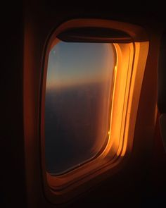 ethangulley - That airplane window glow Plane Photography, Fruit Photography, Sky Aesthetic, Travel Aesthetic, Airplane Window, Airplane View, Window View, Peaceful Places, Morning Light