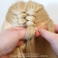 How to create a dutch infinity braid for beginners! Click here for a full step by step tutorial on Youtube😍 — 🎥Video Credit: @everydayhairinspiration ⭐️FOLLOW @everydayhairinspiration for more!! Hairdo For Long Hair, Long Hair Video, Easy Hairstyles For Long Hair, Diy Hairstyles, Hair Twist Styles, Medium Hair Styles, Natural Hair Styles, Long Hair Styles, Hair Style Vedio