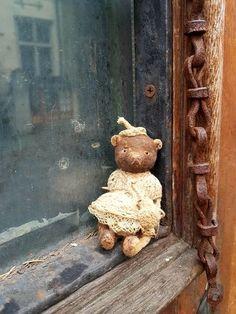 Gretchen by Uibopuu Nadezda - Bear Pile Old Teddy Bears, Little Elephant, Hyena, Little Pigs, Antique Lace, Orangutan, Chipmunks, Panda Bear, Guinea Pigs