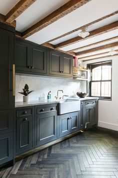 HOME TOUR :: SMALL ROOMS, BIG DESIGN IN BROOKLYN