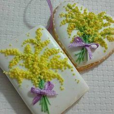 Happy women's day #ipaciughidilulu #festadelladonna #womensday #8marzo #8march #mimosa #mimosacookies #auguri #biscotti #biscottidecorati #ghiacciareale #decoratedcookies #cookies #handpaintedcookies #sugarcookies #royalicing #royalicingcookies #cookieart #edibleart #sugarart #piping #biscoitosdecorados #galletasdecoradas
