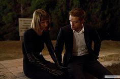 NEW Still of Robert Pattinson and Mia Wasikowska from 'Maps to the Stars'