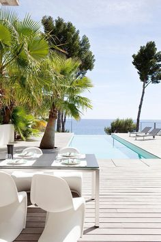 "A little ""dining Alfresco"" anyone? Villa by Frederique Pyra Outdoor Pool, Outdoor Spaces, Outdoor Living, Outdoor Decor, Outdoor Chairs, Dining Chairs, Terrasse Design, Moderne Pools, Small Backyard Landscaping"