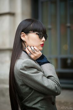 As Usual / Kozue Akimoto(秋元梢) Paris Fashion Week Spring Summer 2014 Before Vivienne Westwood // Japanese Models, Japanese Fashion, Sunnies, Oakley, Black Grunge, Quirky Fashion, Grunge Hair, Love Her Style, Hairstyles With Bangs