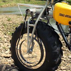 Rokon Trail-Breaker: The two wheel drive motorcycle Fat Bike, Tron Light Cycle, Old Bikes, Dirt Bikes, Tonka Toys, Motor Scooters, Motorcycle Clubs, Bike Wheel, Le Far West