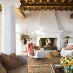 Spanish Farmhouse Design: 99 Inpiration Photos - Home Decor Spanish Design, Spanish Style Homes, Spanish House, Spanish Colonial, Spanish Style Interiors, Spanish Style Decor, Mediterranean Home Decor, French Home Decor, Home Decor Paintings
