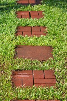 Clay brick stones arranged in an interlocking pattern are affixed in grassy ground. Flagstone Pathway, Brick Pathway, Brick Garden, Wooden Garden, Garden Stairs, Planting Succulents, Planting Flowers, Flower Garden Images, Cement Pavers