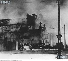 Hala Mirowska burning.