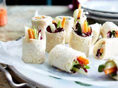 Unser beliebtes Rezept für Toast-Sushi mit Gemüse und Wasabischmand und mehr als 55.000 weitere kostenlose Rezepte auf LECKER.de.