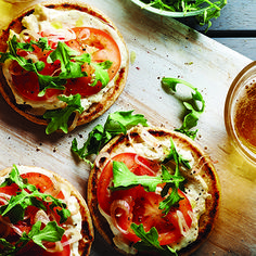 """Grill up the perfect summer appetizer Grilled mini pizzas are a fun and entertaining option in the summer. """"Serve these Creamy Asiago Mini Naan Pizzas as a quick and easy appetizer at your next bac… Pizza Recipes, Seafood Recipes, Vegetarian Recipes, Healthy Recipes, Cheap Recipes, Healthy Eats, Baking Recipes, Pizza Naan, Quick And Easy Appetizers"""
