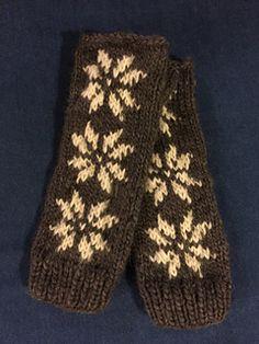 Chunky Snowflakes Fingerless Gloves knitting pattern