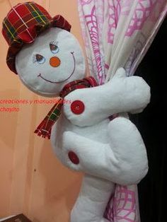 PASO A PASO APRENDE A COMO HACER CIERRES DE CORTINA DE MUÑECOS NAVIDEÑOS CURSO GRATIS Felt Christmas, Christmas Crafts, Christmas Decorations, Xmas, Christmas Ornaments, Holiday Decor, Diy And Crafts, Dinosaur Stuffed Animal, Home Decor