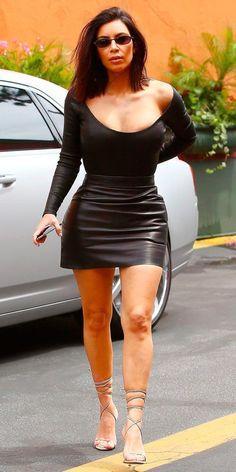 Comprar uma peça de tamanho menor pensando em emagrecer: essa é uma das maiores ilusões do mundo. Aqui temos dois resultados: ou você irá  imitar a Kim Kardashian e passar o dia em uma roupa embalada à vácuo e toda desconfortável, ou nunca irá usar a peça e sempre a olhará com arrependimento.