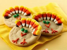 Cookies to make at Thanksgiving for kids and parents to do! http://bostonparentspaper.com/