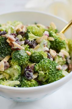 Broccoli Salad With Candied Bacon - Food - Brokkoli Rezepte Crunchy Broccoli Salad, Brocolli Salad, Fresh Broccoli, Broccoli Meals, Family Meal Planning, Family Meals, Menu Planning, Mushroom Casserole, Cranberry Almond