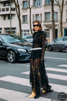 Street Style // Lovely in lace. Street Chic, Street Wear, Street Fashion, Street Style Women, Street Styles, Street Looks, Current Fashion Trends, Lace Outfit, Boutique