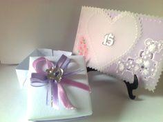 Lembrancinha bem-15 anos em papel vergê 180g decorado com fitas. combinando com convite para festa debutante