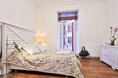 Apartamento de 48m² onde o sofá é o protagonista - limaonagua