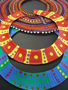 African necklace (paper plates) - Tweak to make egyptian style necklaces Paper Plate Crafts, Paper Plates, Classe D'art, African Necklace, African Jewelry, Thinking Day, Preschool Art, Art Classroom, Art Activities