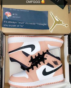 Sneakers Fashion, Shoes Sneakers, Jordan Shoes Girls, Nike Air Shoes, Aesthetic Shoes, Hype Shoes, Fresh Shoes, Teen Fashion Outfits, Custom Shoes