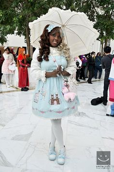 cosplaywhileblack.tumblr.com A great example that shows you don't have to have porcelain skin to be a beautiful Lolita! ^_^ Japanese Street Fashion, Asian Fashion, Love Fashion, Black Girls Rock, Black Girl Magic, Afro, Kawaii Fashion, Lolita Fashion, Mode Mori