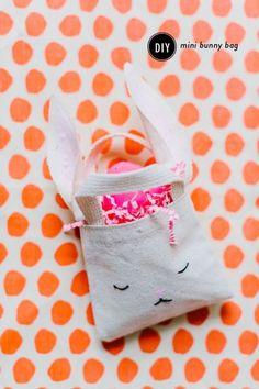 Adorable DIY Mini Bunny Bags for Easter: http://www.stylemepretty.com/living/2015/03/28/diy-mini-bunny-bag/ | Photography: Nicole Bass - http://nicolebaasphotography.com/