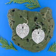 LAVISHY designs & wholesale original & beautiful applique bags, wallets, pouches & accessories for gift shop/boutique buyers in USA, Canada & worldwide. Filigree Earrings, Leaf Earrings, Crochet Earrings, Gift Shops, Clothing Boutiques, Makeup Pouch, Boutique Shop, Online Shopping, Plating