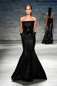 Michael Costello has long since established himself himself as a designer to reckon with. The Project Runway Season . High Fashion, Fashion Show, Fashion Design, Spring Summer Fashion, Spring 2015, Michael Costello, Haute Couture Gowns, Fantasy Gowns, Black White Fashion