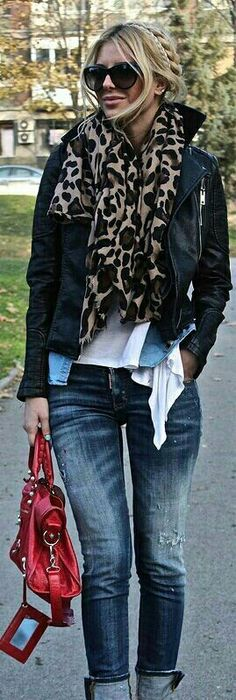 Rolled Up Jeans With Heels: Red bag- love this casual outfit Mode Outfits, Casual Outfits, Fashion Outfits, Womens Fashion, Fashion Trends, Fashion News, Rolled Up Jeans, Jeans With Heels, Fall Winter Outfits