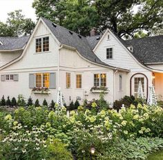 Curb Appeal: Coastal Cottage With Breathtaking Gardens — HGTV - Flower Garden İdeas İn Front Of House White Cottage, Coastal Cottage, Cottage Style, Cottage House Styles, Tudor Cottage, Lake Cottage, Coastal Homes, Coastal Living, Brick Path
