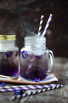 Todo - sirop violette, herbes fraiches et glacons fleurs - Smoking Violet Cocktail | The Kitchen Alchemist
