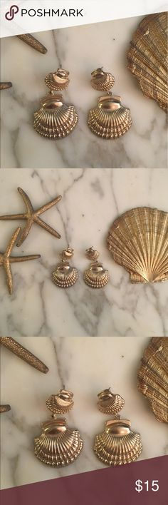 SALE!! Beautiful gold tone shell earrings✨🐚 Beautiful gold tone shell shaped earrings✨ post is slightly bent on one of the earrings, but it's barely noticeable. Jewelry Earrings
