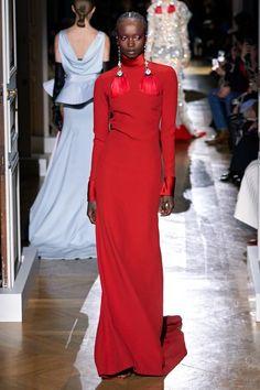 Valentino Spring 2020 Couture Fashion Show - Vogue Haute Couture Paris, Valentino Couture, Spring Couture, Couture Week, Haute Couture Fashion, Red Fashion, Fashion 2020, High Fashion, Fashion Outfits