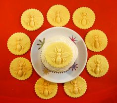 White Chocolate-Fondant Vintage Bumble Bee Cupcake Topper for Cookies, Cakes & Cupcakes Made from Antique Cookie Mold