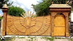 székelykapu... csudaszép! A kapu mestere (készítője): Tubak Vince Garden Arches, Garden Windows, Organic Architecture, Futuristic Architecture, Fence Gate, Fences, Wooden Gates, Top Destinations, Wood Carving
