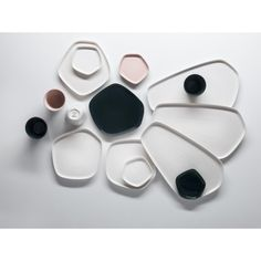 The small porcelain dish in the Pentagon design by Iittala X Issey Miyake for sauces and snacks, now available in the home design shop Pentagon Design, Issey Miyake, Starbucks Cup, Starbucks Tumbler, Ceramic Plates, Ceramic Pottery, Wooden Plates, Porcelain Ceramics, Assiette Design