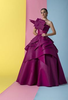 Isabel Sanchis Strapless Eugene Evening Ball Gown In Purple Haute Couture Gowns, Couture Fashion, Runway Fashion, Beautiful Dresses, Nice Dresses, Formal Dresses, Look Fashion, Fashion Show, Fashion Design