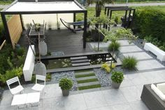 Take your patio layout design to the next level with our list of favorite ideas. Whether it is large patios, or fire pits you will find everything you need Backyard Ideas For Small Yards, Modern Backyard, Backyard Landscaping, Desert Backyard, Backyard Pergola, Pergola Ideas, Low Maintenance Garden Design, Back Garden Design, Carpe Koi