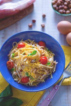 Bavette con calamari con tuorlo sodo: un trionfo di colori per un piatto di #pasta davvero gustoso! #Giallozafferano #festadelladonna #recipe #ricetta